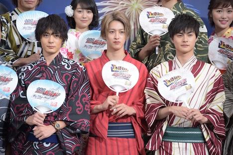 前列左から犬飼貴丈、伊藤あさひ、結木滉星。