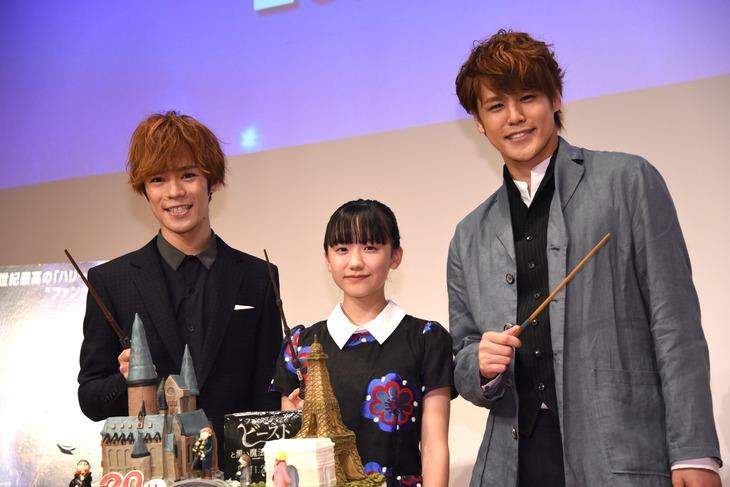左から小野賢章、芦田愛菜、宮野真守。