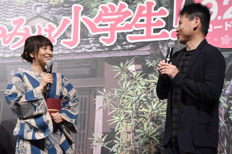 左から鈴木杏樹、高坂希太郎監督。