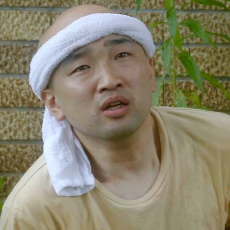 山越俊助役の山崎俊太郎。