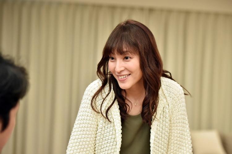 鈴木杏樹演じる浦野智佳子。