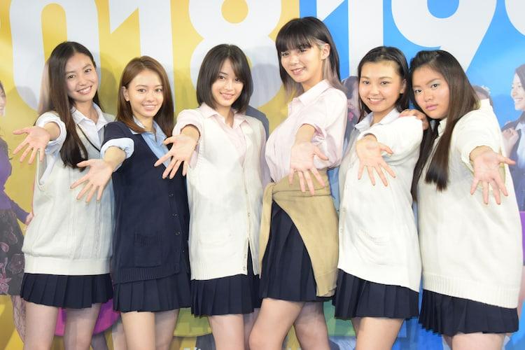 「SUNNY 強い気持ち・強い愛」トークイベントの様子。左から、田辺桃子、山本舞香、広瀬すず、池田エライザ、野田美桜、富田望生。