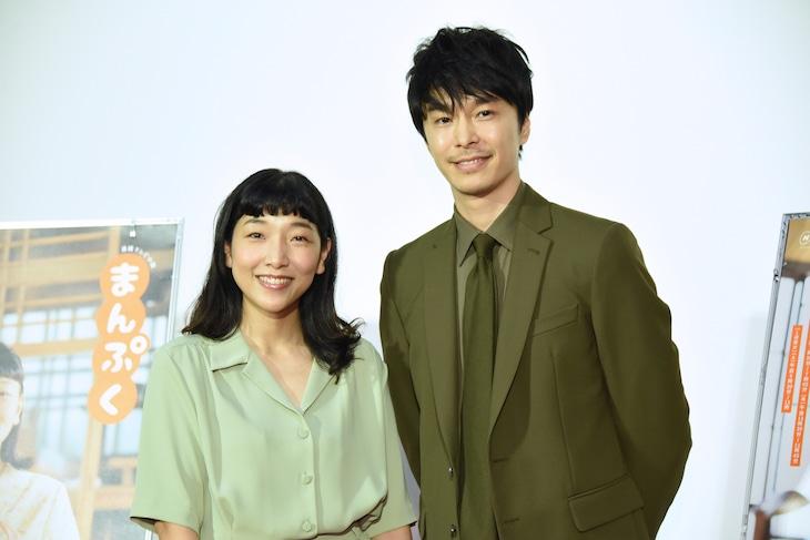 連続テレビ小説「まんぷく」完成試写会の様子。左から安藤サクラ、長谷川博己。