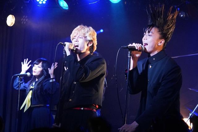 左から賀来賢人、伊藤健太郎。