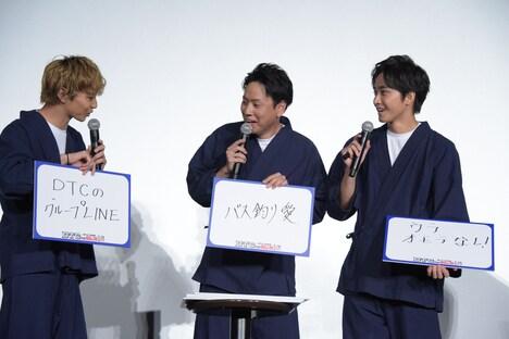 「リーダーの純情なところは?」というお題に答えた佐藤大樹(左)、山下健二郎(中央)、佐藤寛太(右)。