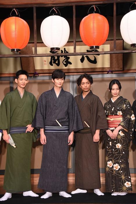 左から竜星涼、岡田将生、山崎育三郎、大政絢。