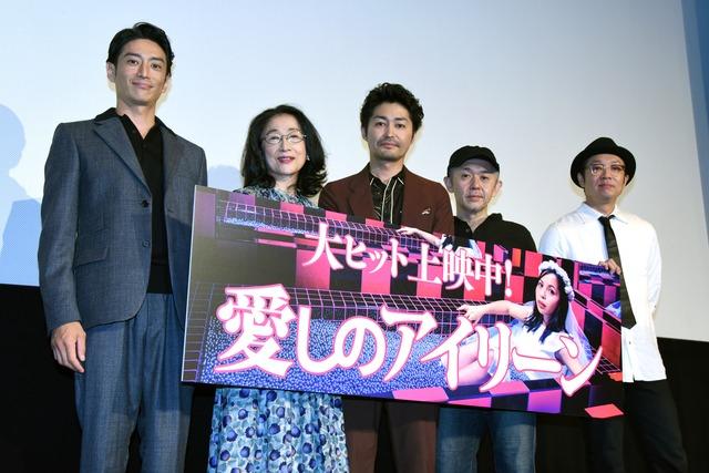 「愛しのアイリーン」の公開記念舞台挨拶の様子。左から伊勢谷友介、木野花、安田顕、新井英樹、吉田恵輔監督。