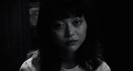 「VIDEOPHOBIA」より、廣田朋菜演じる青山愛。