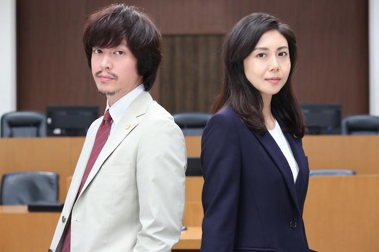 左から宇津井秀樹役の丸山隆平、天吹芽依子役の松嶋菜々子。
