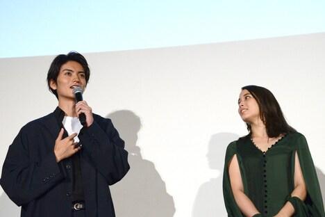 猫にキレられる演技をしたことを振り返る山本涼介(左)。