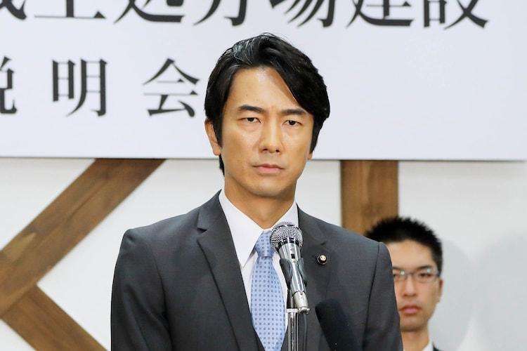 「駐在刑事」より、眞島秀和演じる小宮山勇人。
