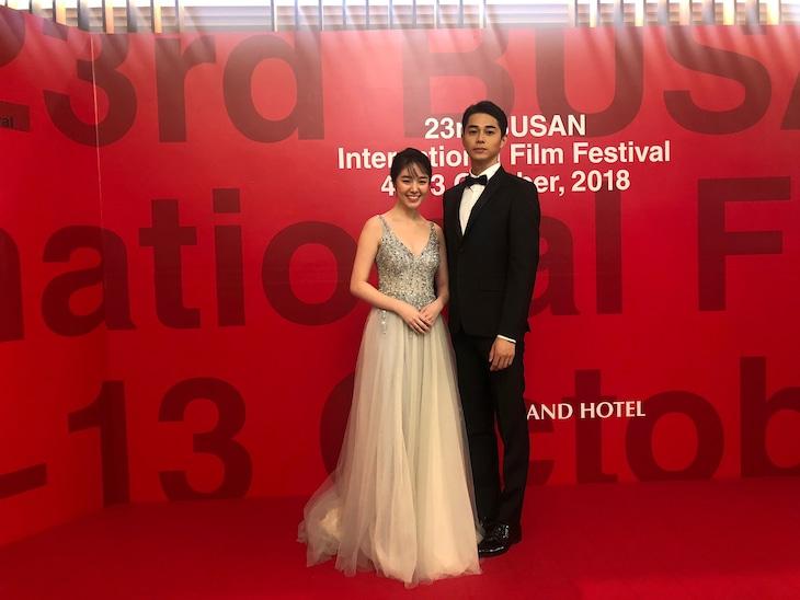 第23回釜山国際映画祭にて、左から唐田えりか、東出昌大。