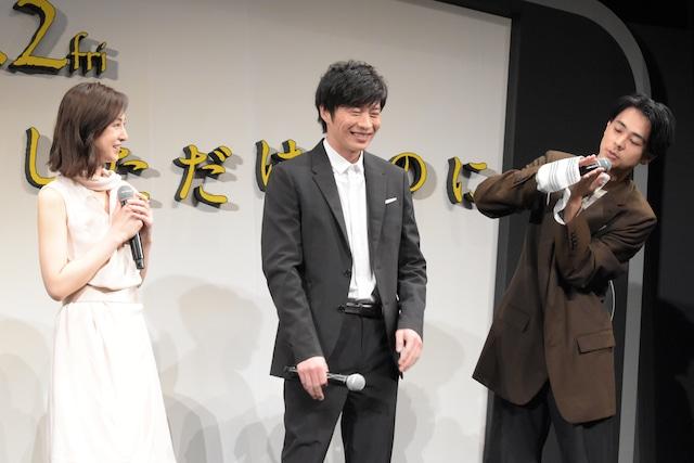 左から北川景子、田中圭、成田凌。