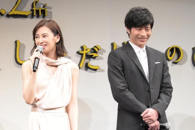 左から北川景子、田中圭。
