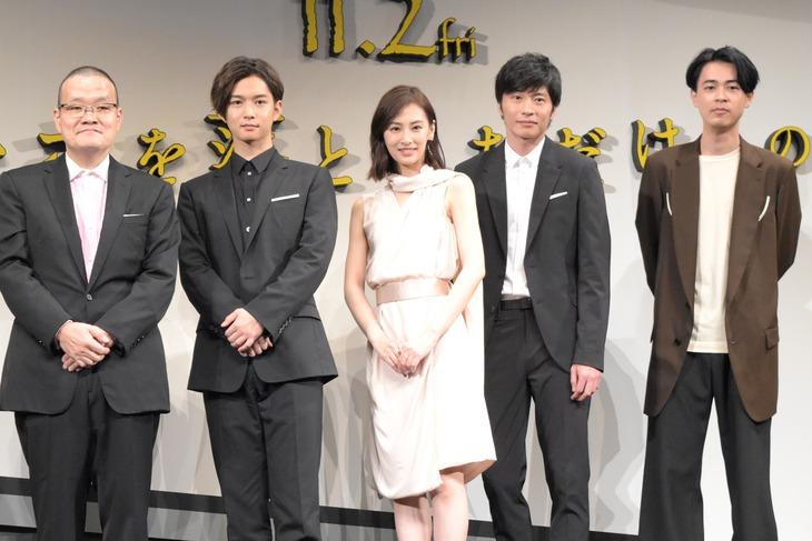「スマホを落としただけなのに」完成披露試写会の様子。左から中田秀夫、千葉雄大、北川景子、田中圭、成田凌。