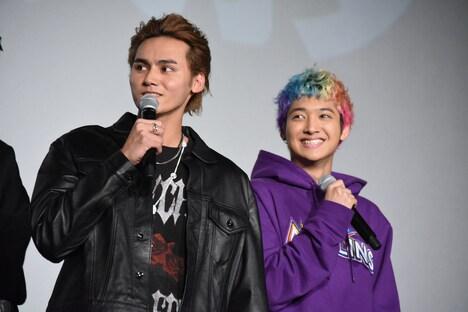 鬼邪高校キャストの2人。左から龍、鈴木昂秀。
