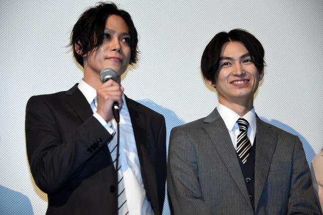 左から玉城裕規、松田凌。