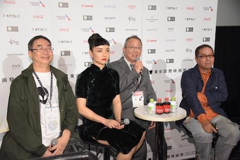 左からラム・キートー、クロエ・マーヤン、通訳者、フルーツ・チャン。