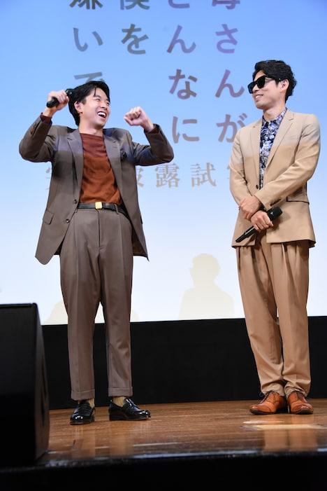 ゴスペラーズの生歌が聴けることに喜ぶ太賀(左)。