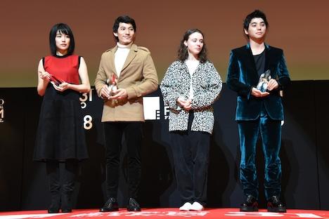 東京ジェムストーン賞の受賞者たち。左から木竜麻生、リエン・ビン・ファット、カレル・トレンブレイ、村上虹郎。