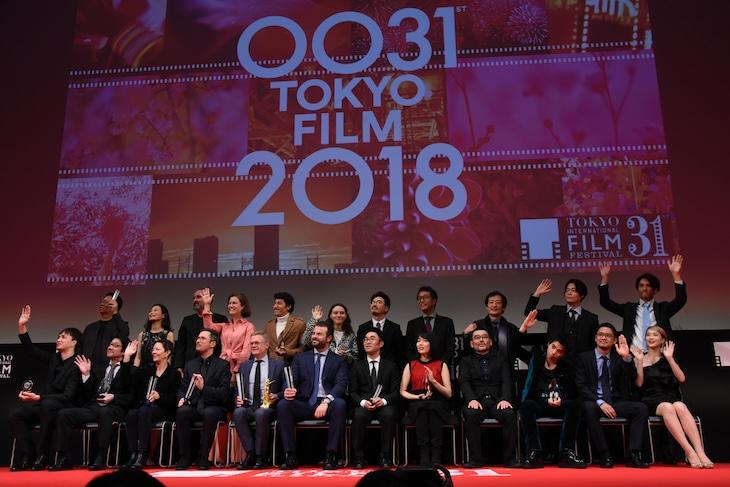 第31回東京国際映画祭アウォードセレモニーの様子。受賞者たちによるフォトセッション。