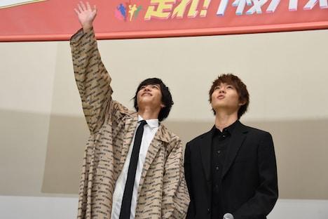 左から志尊淳、佐野勇斗。