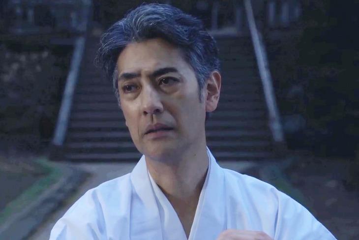 「凜-りん-」より、堀部圭亮演じる神主。