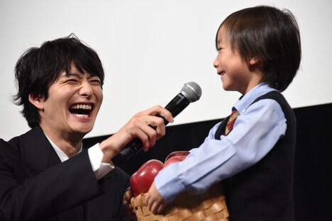左から岡田将生、田中レイくん。