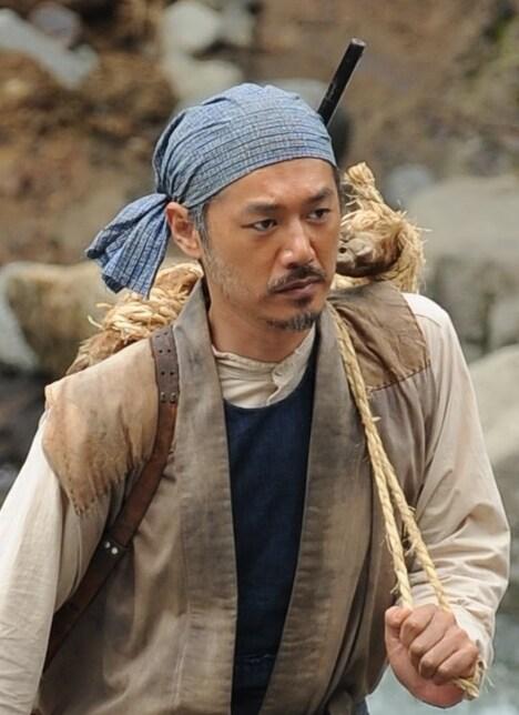 「やすらぎの刻~道」より、平山浩行演じる根来鉄兵。