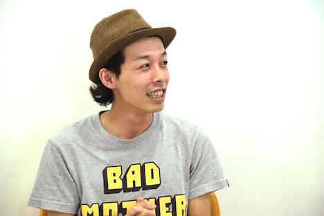 「お米とおっぱい。」コメント映像収録時の上田慎一郎。