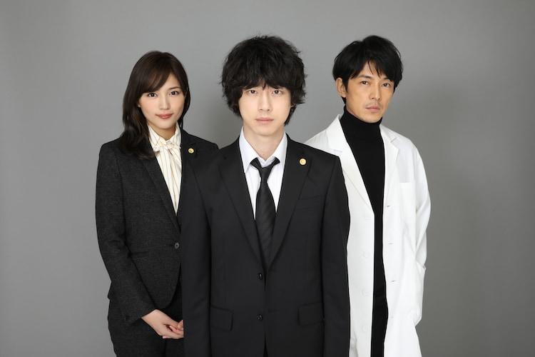 「イノセンス~冤罪弁護士~」の出演者たち。左から川口春奈、坂口健太郎、藤木直人。