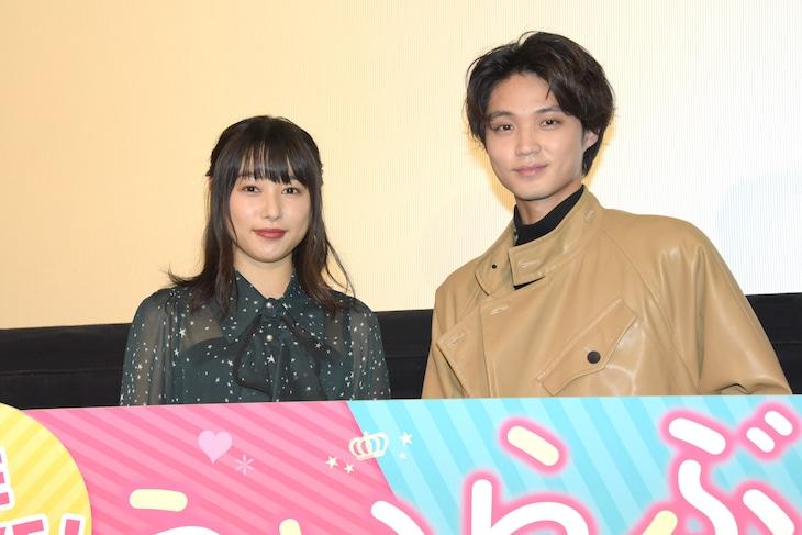 「ういらぶ。」大ヒット御礼トークショーの様子。左から桜井日奈子、磯村勇斗。