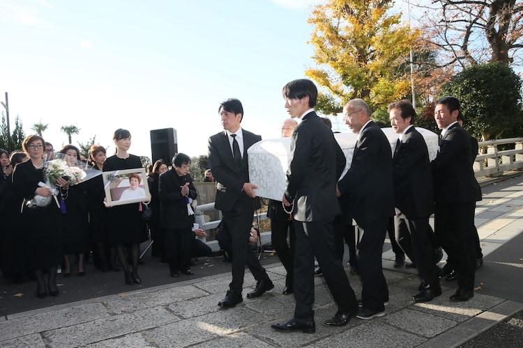 赤木春恵の告別式で里見浩太朗が弔辞、角野卓造は「本当の母親という気 ...