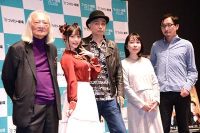 「緊急検証!THE MOVIE」完成披露上映会にて、左から康芳夫、上坂すみれ、大槻ケンヂ、辛酸なめ子、吉田悠軌。