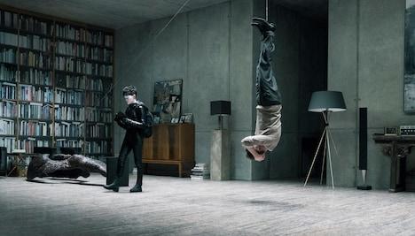「蜘蛛の巣を払う女」より、クレア・フォイ演じるリスベット・サランデル。