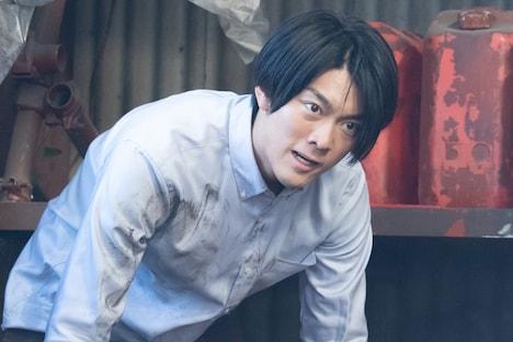 「シリーズ怪獣区 ギャラス」より、南圭介演じる大鷹隼人。