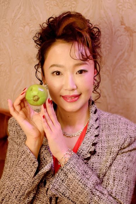 グァバ役の松岡依都美。