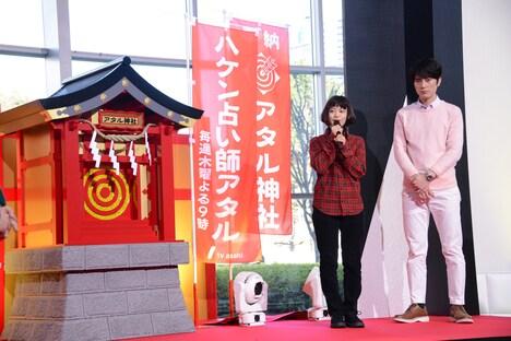 ドラマ放送終了までテレビ朝日本社1階のアトリウムで展示されるアタル神社。