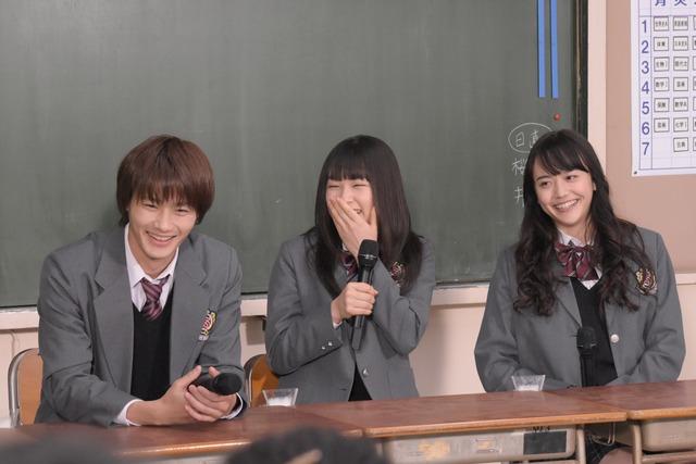 左から野村周平、桜井日奈子、松井愛莉。