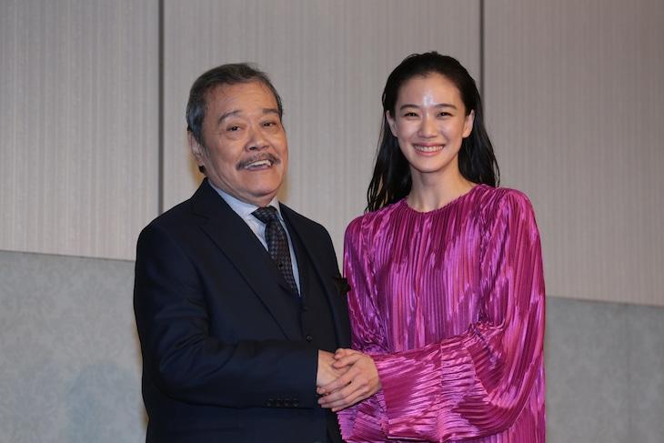 第42回日本アカデミー賞優秀賞発表記者会見の様子。