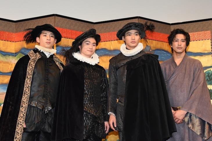 「MAGI-天正遣欧少年使節-」記者会見の様子。左から緒形敦、森永悠希、野村周平、佐野岳。