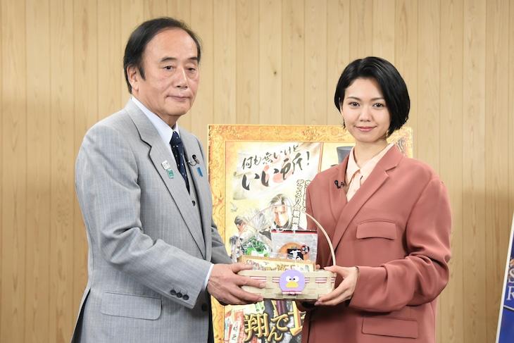 左から埼玉県知事・上田清司、二階堂ふみ。