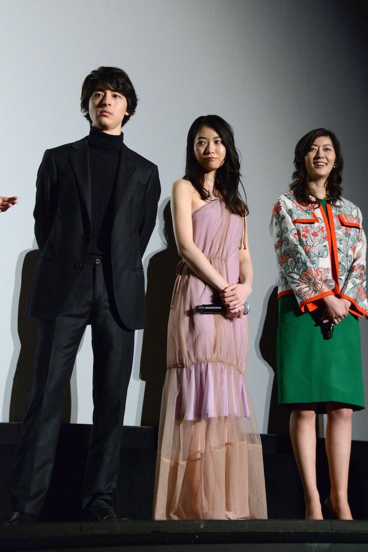 左から高杉真宙、安田聖愛、佐藤藍子。