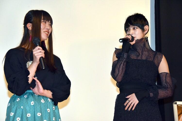 左から加藤綾佳、日南響子。