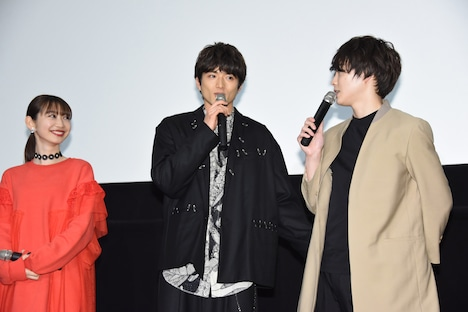 左から岡本夏美、白洲迅、柾木玲弥。
