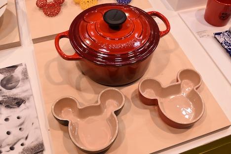 ミッキーマウスがデザインされたル・クルーゼのココットとラムカン。