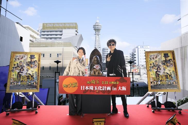 大阪・スパワールドで行われたイベントの様子。左から二階堂ふみ、GACKT。