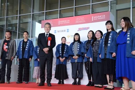 「菊とギロチン」の監督・瀬々敬久とキャスト陣。