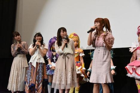 「映画プリキュアミラクルユニバース」完成披露舞台挨拶の様子。