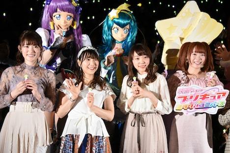 前列左から小松未可子、安野希世乃、小原好美、成瀬瑛美。